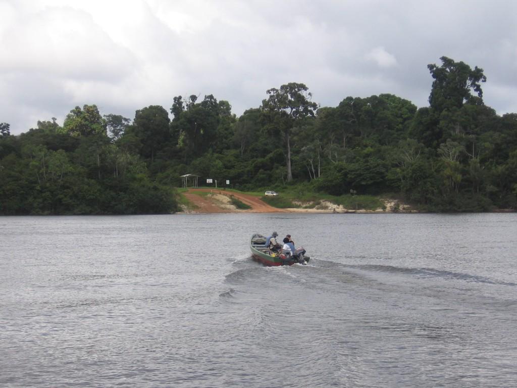 Boat heading to Kuru landing Iwokrama-RThomas